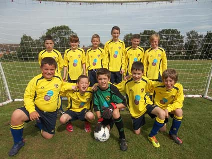 eastnor pottery and the flying potter sponsor jnr football team