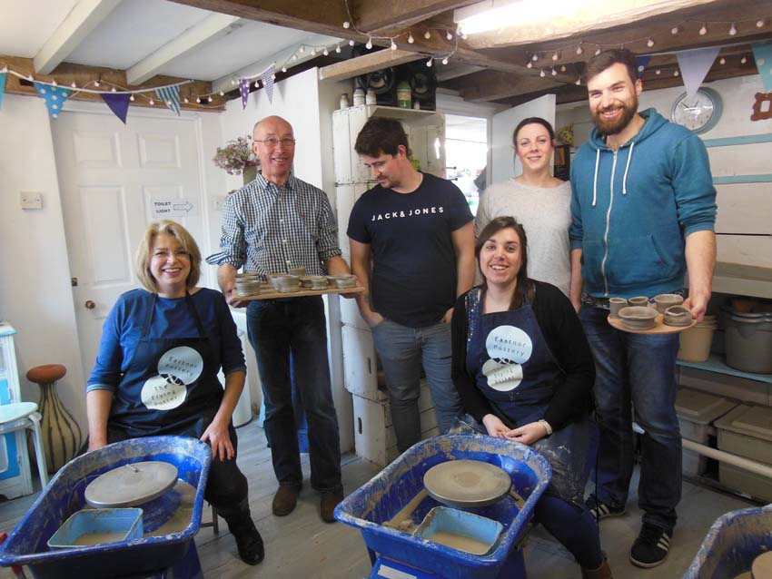 team photo from helens 30th pottery session at Eastnor Pottery