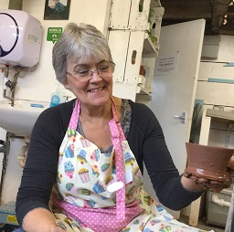 make pottery in west midlands
