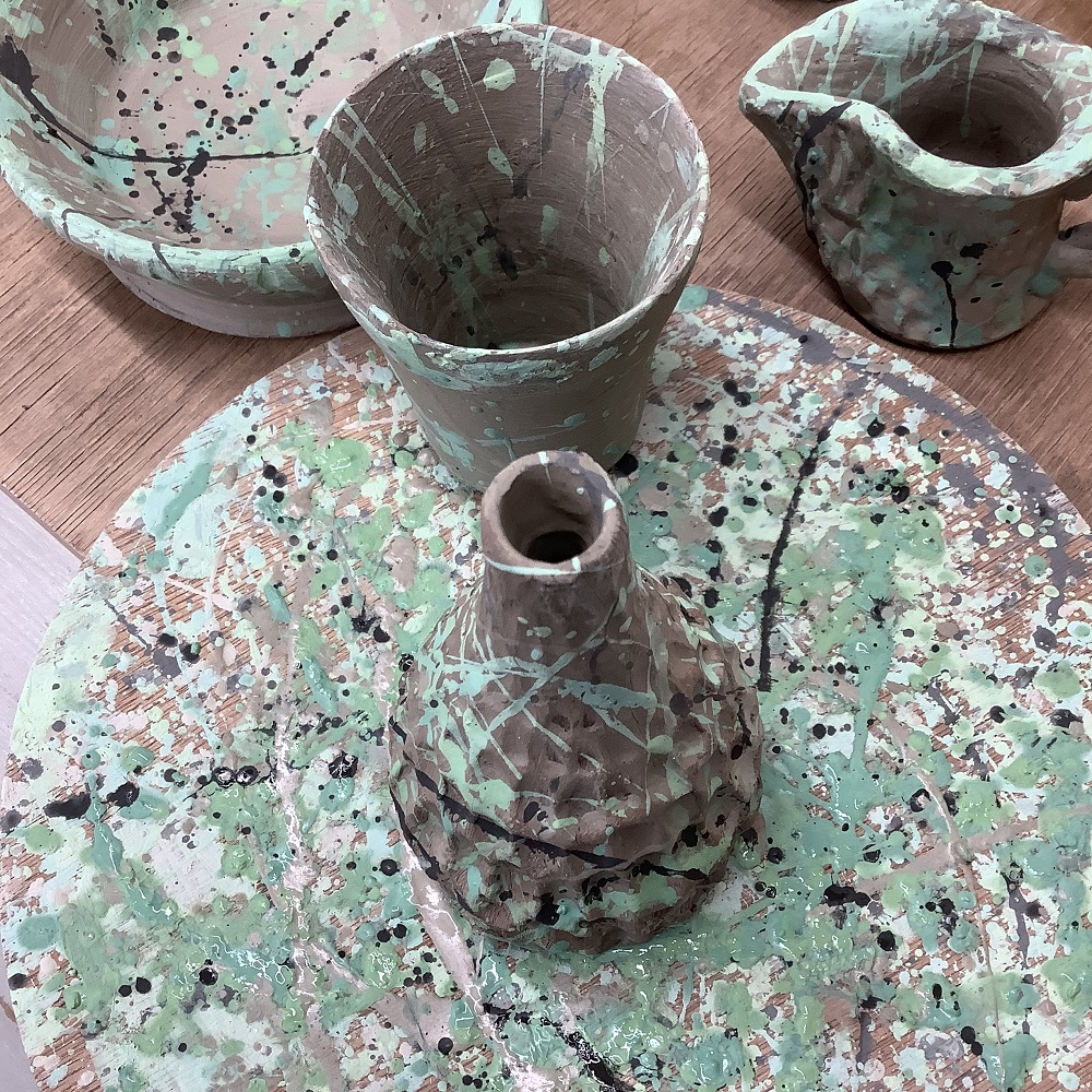 pots painting with splatting technique at weekend pottery course